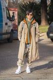 Hombre de moda que presenta durante semana de la moda del ` s de Milan Men Imagen de archivo