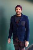 Hombre de moda que presenta en la semana de la moda del ` s de Milan Men Imagen de archivo libre de regalías