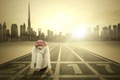 Hombre de negocios árabe con los números 2017 Fotografía de archivo
