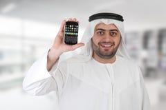 Hombre de negocios árabe en oficina con el móvil imágenes de archivo libres de regalías