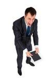 Hombre de negocios acertado aislado en blanco Foto de archivo
