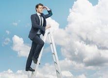 Hombre de negocios acertado en el top del negocio Imagen de archivo libre de regalías