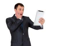 Hombre de negocios acertado joven en un traje de negocios, aislado en blanco Foto de archivo libre de regalías