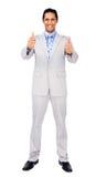 Hombre de negocios acertado que se coloca con los pulgares para arriba Imagen de archivo libre de regalías