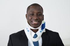 Hombre de negocios africano With Neck Brace fotografía de archivo
