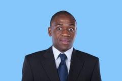 Hombre de negocios africano sorprendido imagen de archivo