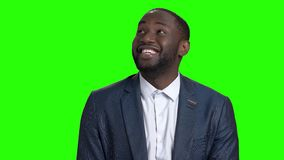 Hombre de negocios afroamericano confuso feliz metrajes