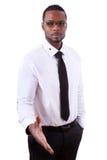 Hombre de negocios afroamericano que da una mano - personas negras imagen de archivo libre de regalías