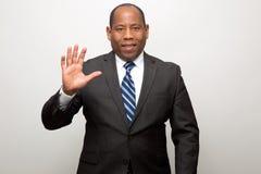 Hombre de negocios afroamericano que renuncia con la mano foto de archivo libre de regalías