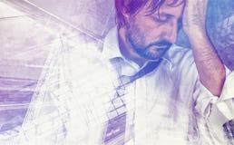 Hombre de negocios agotado cansado en el problema, exposición doble Imagen de archivo