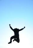 Hombre de negocios de salto y cielo azul Fotografía de archivo