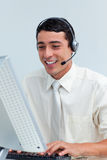 Hombre de negocios alegre usando el receptor de cabeza Imagenes de archivo
