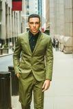 Hombre de negocios americano hermoso joven que viaja en Nueva York Imágenes de archivo libres de regalías