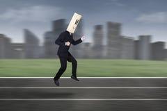 Hombre de negocios anónimo en la competencia 1 de la raza Imágenes de archivo libres de regalías