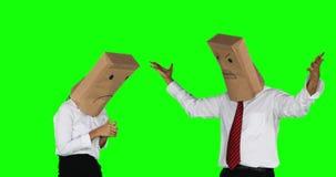 Hombre de negocios anónimo enojado que regaña a su trabajador metrajes