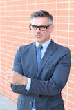Hombre de negocios apuesto acertado y potente imagen de archivo