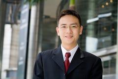 Hombre de negocios asiático apuesto Imagen de archivo libre de regalías