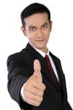 Hombre de negocios asiático joven que da el pulgar para arriba, aislado en blanco Imágenes de archivo libres de regalías