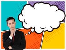 Hombre de negocios asiático joven que mira para arriba a la burbuja de pensamiento en estilo cómico Foto de archivo libre de regalías