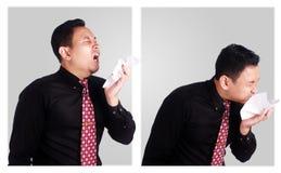Hombre de negocios asiático joven Sneeze Imágenes de archivo libres de regalías
