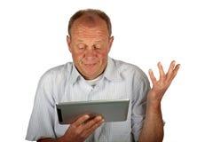 Hombre de negocios asombroso con su ordenador de la tablilla Foto de archivo