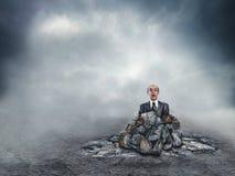 Hombre de negocios asustado en el suelo Imágenes de archivo libres de regalías