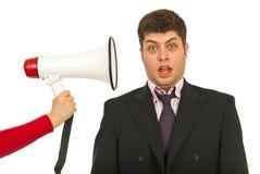 Hombre de negocios asustado por grito del megáfono Fotos de archivo libres de regalías