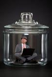 Hombre de negocios atrapado dentro de un tarro Fotografía de archivo
