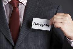 Hombre de negocios Attaching Delegate Badge a la chaqueta Imagen de archivo libre de regalías