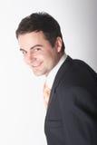 Hombre de negocios blanco sonriente en juego imagenes de archivo