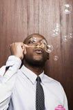 Hombre de negocios Blowing Bubbles foto de archivo