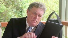 Hombre de negocios calculador almacen de metraje de vídeo
