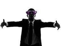 Hombre de negocios cariñoso con la silueta divertida de los vidrios Imagenes de archivo