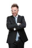 Hombre de negocios carismático en vidrios con los brazos cruzados Imágenes de archivo libres de regalías