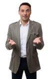 Hombre de negocios casual con el brazo hacia fuera en un gesto que da la bienvenida Fotos de archivo libres de regalías