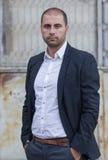 Hombre de negocios casual joven al aire libre Fotografía de archivo libre de regalías