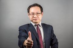 Hombre de negocios chino confidente Fotos de archivo libres de regalías