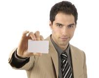 Hombre de negocios con businesscard vacío a disposición Imagen de archivo
