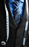 Hombre de negocios con cinta métrica Fotos de archivo