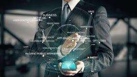 Hombre de negocios con concepto de comercialización App-basado del holograma almacen de metraje de vídeo