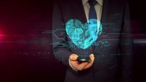 Hombre de negocios con concepto del holograma de la muestra del smartphone y del corazón almacen de video