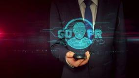 Hombre de negocios con concepto del holograma del smartphone y del gdpr