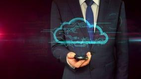 Hombre de negocios con concepto del holograma del smartphone y de la nube