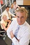 Hombre de negocios con cuatro empresarios Imágenes de archivo libres de regalías
