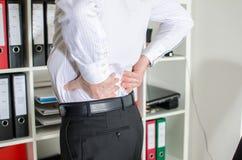 Hombre de negocios con dolor de espalda Fotografía de archivo
