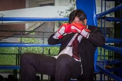 Hombre de negocios con el boxeo foto de archivo