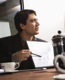 Hombre de negocios con el diagrama. fotos de archivo libres de regalías