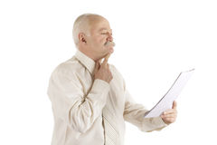 Hombre de negocios con el documento en una mano Fotografía de archivo libre de regalías