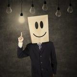Hombre de negocios con el emoticon sonriente que tiene idea Imagen de archivo