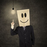 Hombre de negocios con el emoticon sonriente que tiene idea 1 Fotos de archivo libres de regalías